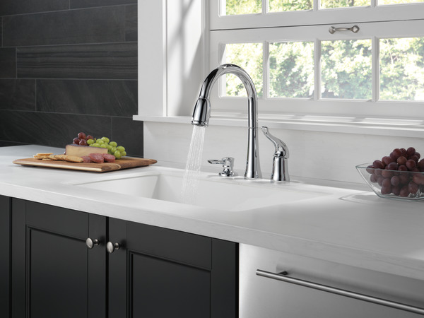 Attirant Single Handle Pull Down Kitchen Faucet With Soap Dispenser. Kate