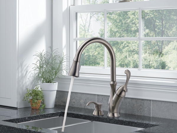 Delta Arabella Pull Down Kitchen Faucet  Sssd Dst