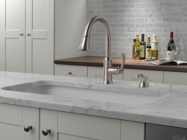 Pull Down Kitchen Faucet With Soap Dispenser 19963 Sssd Dst Delta Faucet