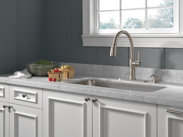Single Handle Pull Down Kitchen Faucet Delta Faucet
