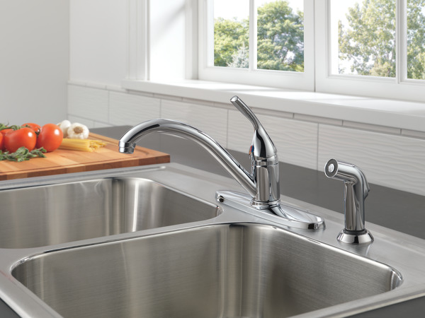 Single Handle Kitchen Faucet With Spray 400 Dst Delta Faucet