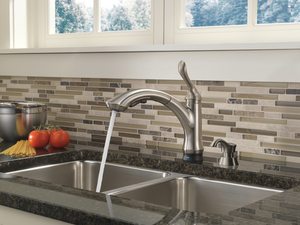 Single Handle Pull Out Kitchen Faucet With Touch2o