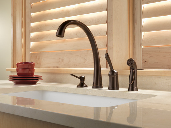 Single Handle Kitchen Faucet With Touch2o 174 Technology And