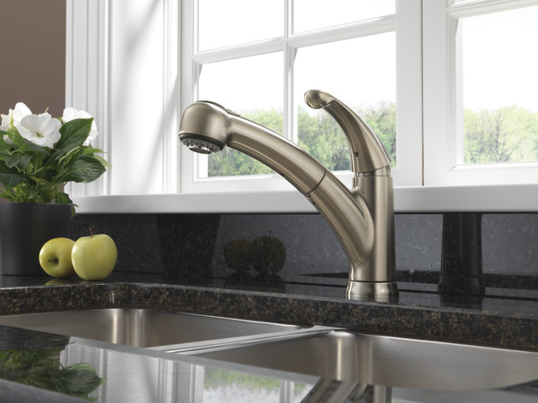 Single Handle Pull Out Kitchen Faucet Delta Faucet