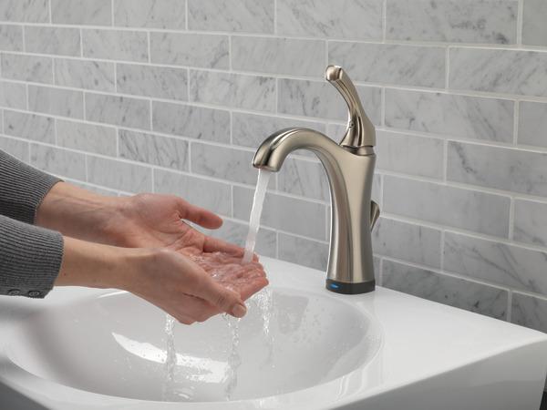 592T-SS-DST_WATER_MODEL_HANDS-FREE_WEB.jpg