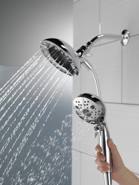 75592_WATER_MODEL_HAND_05_WEB.jpg