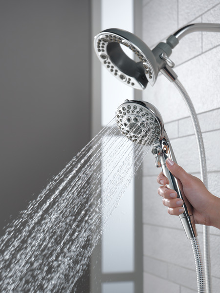 75595C_WATER_MODEL_HAND_02_WEB.jpg