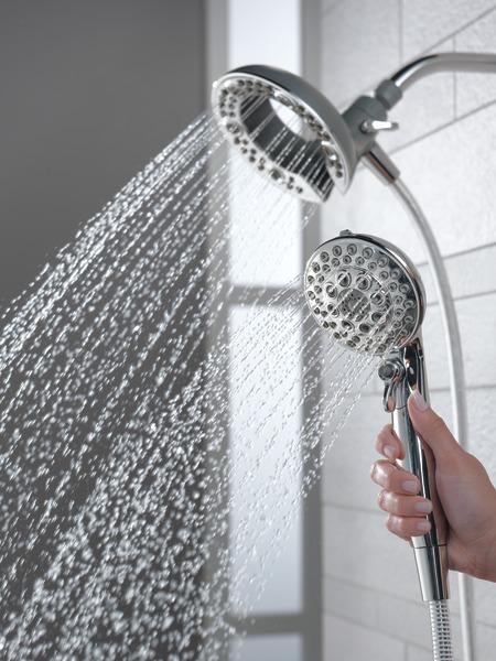 75595C_WATER_MODEL_HAND_03_WEB.jpg