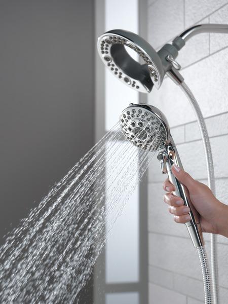 75595_WATER_MODEL_HAND_02_WEB.jpg