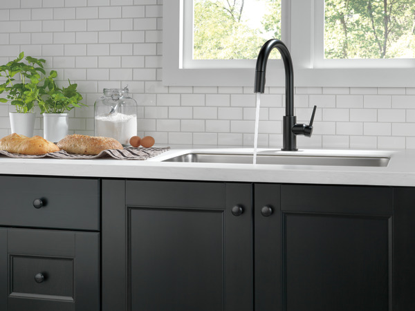 Single Handle PullDown Kitchen Faucet BLDST Delta Faucet - Black faucet for kitchen