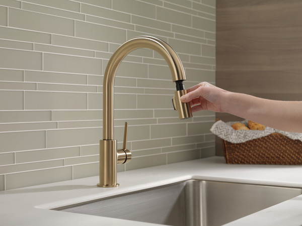 Single Handle Pull-Down Kitchen Faucet 9159-CZ-DST | Delta Faucet