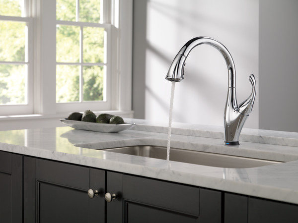 Single Handle Pull Down Kitchen Faucet With Touch2o 174 And