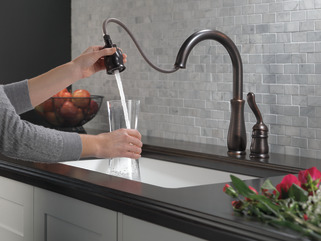 Single Handle Pull Down Kitchen Faucet 978 Rb Dst Delta
